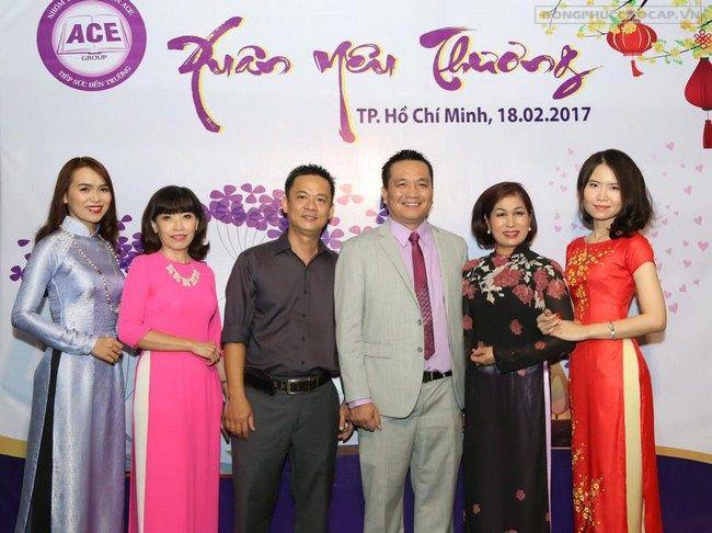 Doanh nhân Đỗ Hữu Thanh cùng những doanh nhân khác
