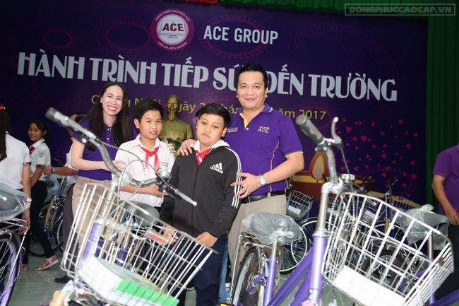 Tặng xe đạp và học bổng cho các em học sinh tại Tp Quy Nhơn – Hành trình tiếp sức đến trường tháng 3/2017