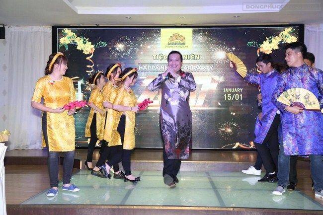 Doanh nhân Đỗ Hữu Thanh trong tiệc tất niên công ty Sư Tử Vàng